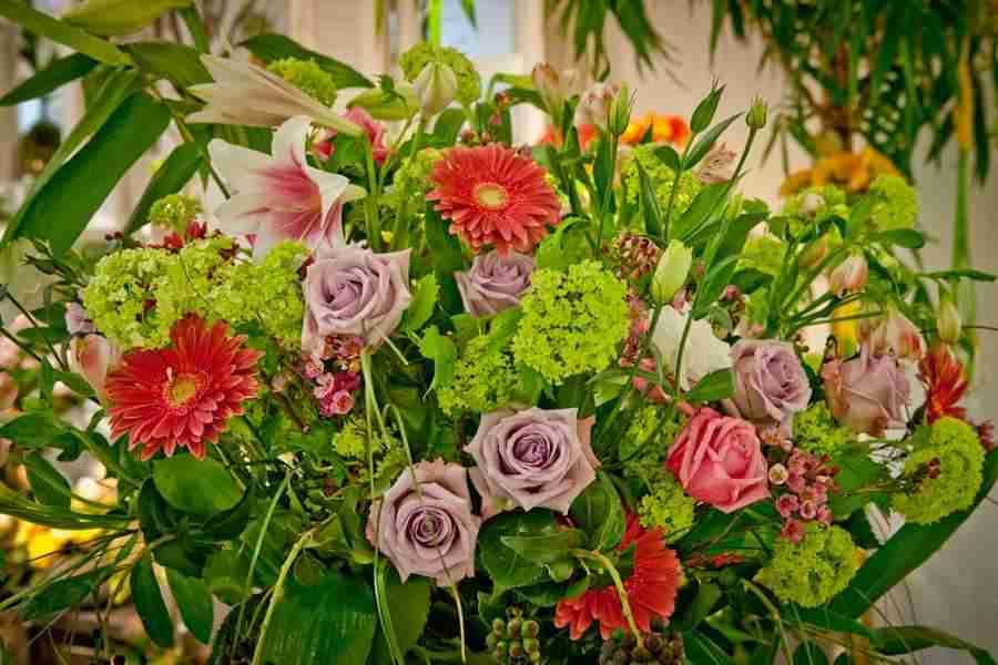 Blumengestecke, Blumenschmuck & Deko für jeden Anlass