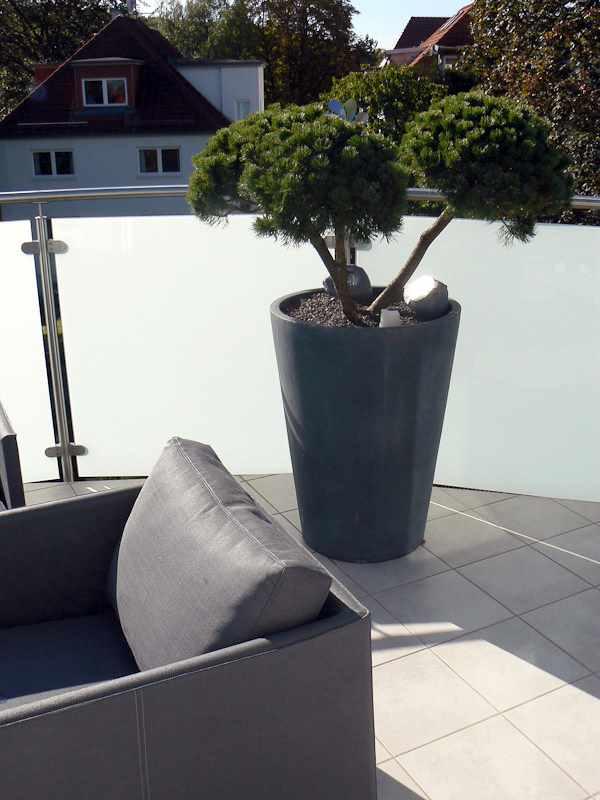 terrassengestaltung b rogestaltung mit blumen pflanzen. Black Bedroom Furniture Sets. Home Design Ideas